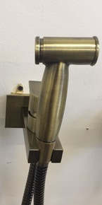 Смеситель Bennberg для биде встраиваемый с гигиеническим набором 18K0170 Bronze